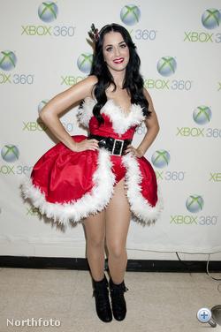 Katy Perry első karácsonyi jelmeze