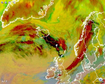Meteorológiai műholdkép a kontinens felé sodródó hamufelhőről.