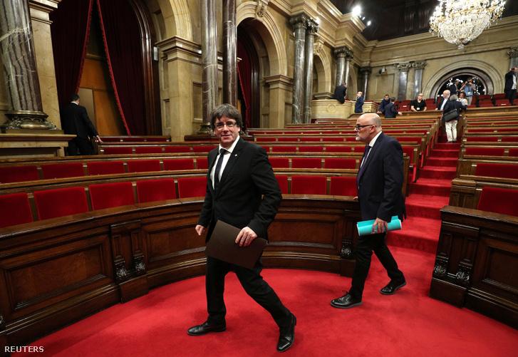 Carles Puigdemont 2017. október 10-én a madridi parlamentben