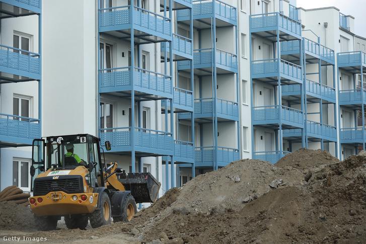 Épülő új lakások Berlin északi részén. Egyre több német nagyvárosban okoz problémát a lakhatás, a szeptemberi választási kampány egy fő témája is a megfizethető lakhatás volt.