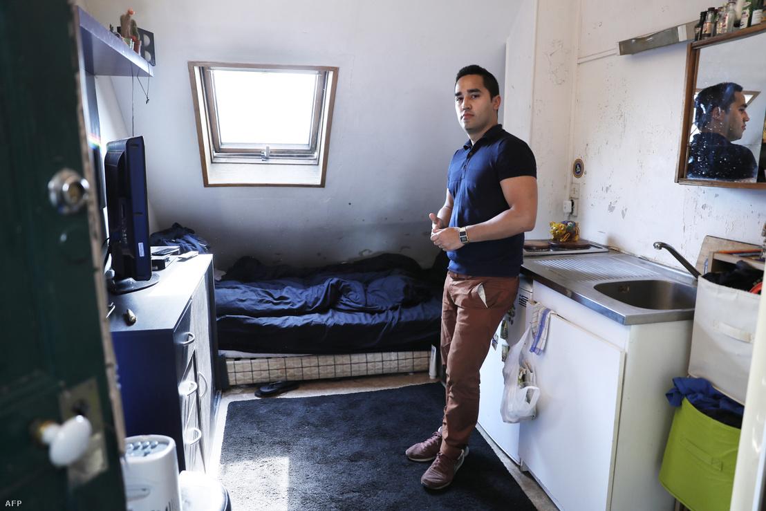 Ivan Lopez 7 négyzetméteres lakást bérel Párizs 5. kerületében, ennél nagyobbat nem tud megfizetni. Párizsban több ezer ember él 9 négyzetméternél kisebb bérlakásokban, annak ellenére, hogy tilos ennyire kicsi lakást kiadni.