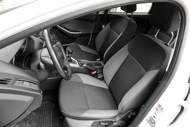 Jók az ülések, és egy kívülről ilyen autónak a belseje is legyen nyugodtan ilyen