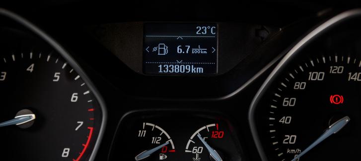 Ez már egy meleg motorral nullázott fogyasztási adat, de a városi 8 liter valószínűleg tartható