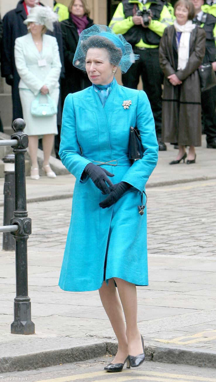 A királyi család több hölgytagjának is lóg valami hasonló a szekrényben.