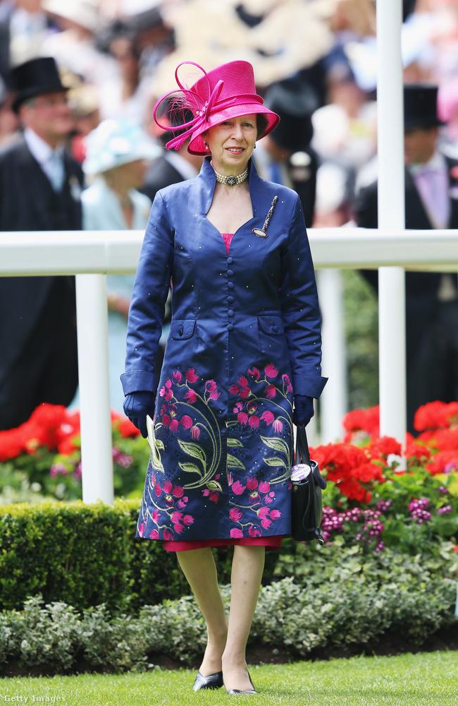 2014-ben is szerette a virágos kabátokat.