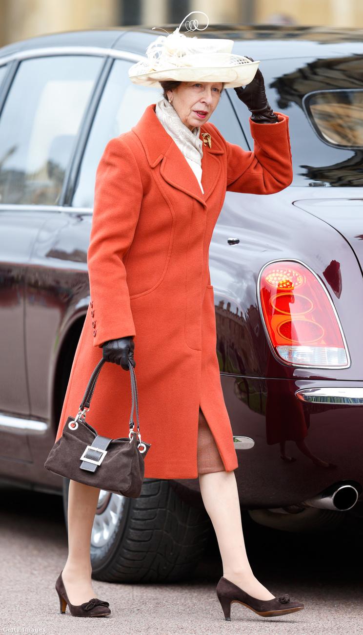 Narancs kabát 2016 márciusában Windsorban.