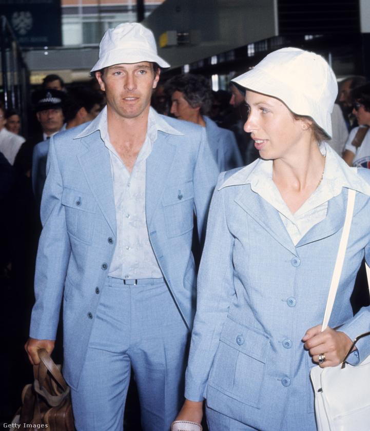 Összeöltöztek első férjével, Mark Phillipsszel 1976-ban.