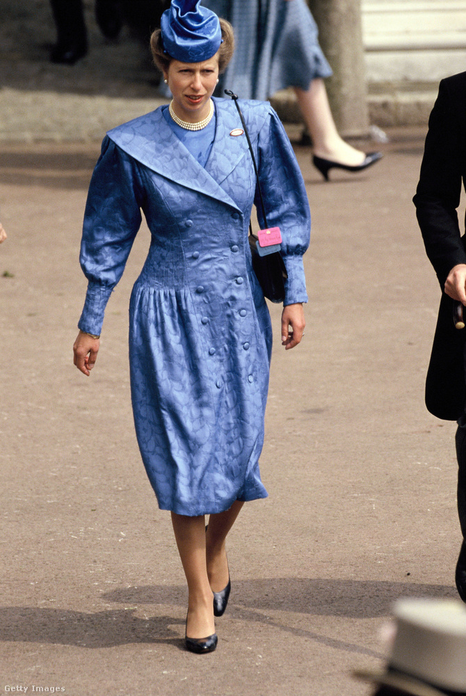 Kék kabátruha az 1987-es ascori derbiről.