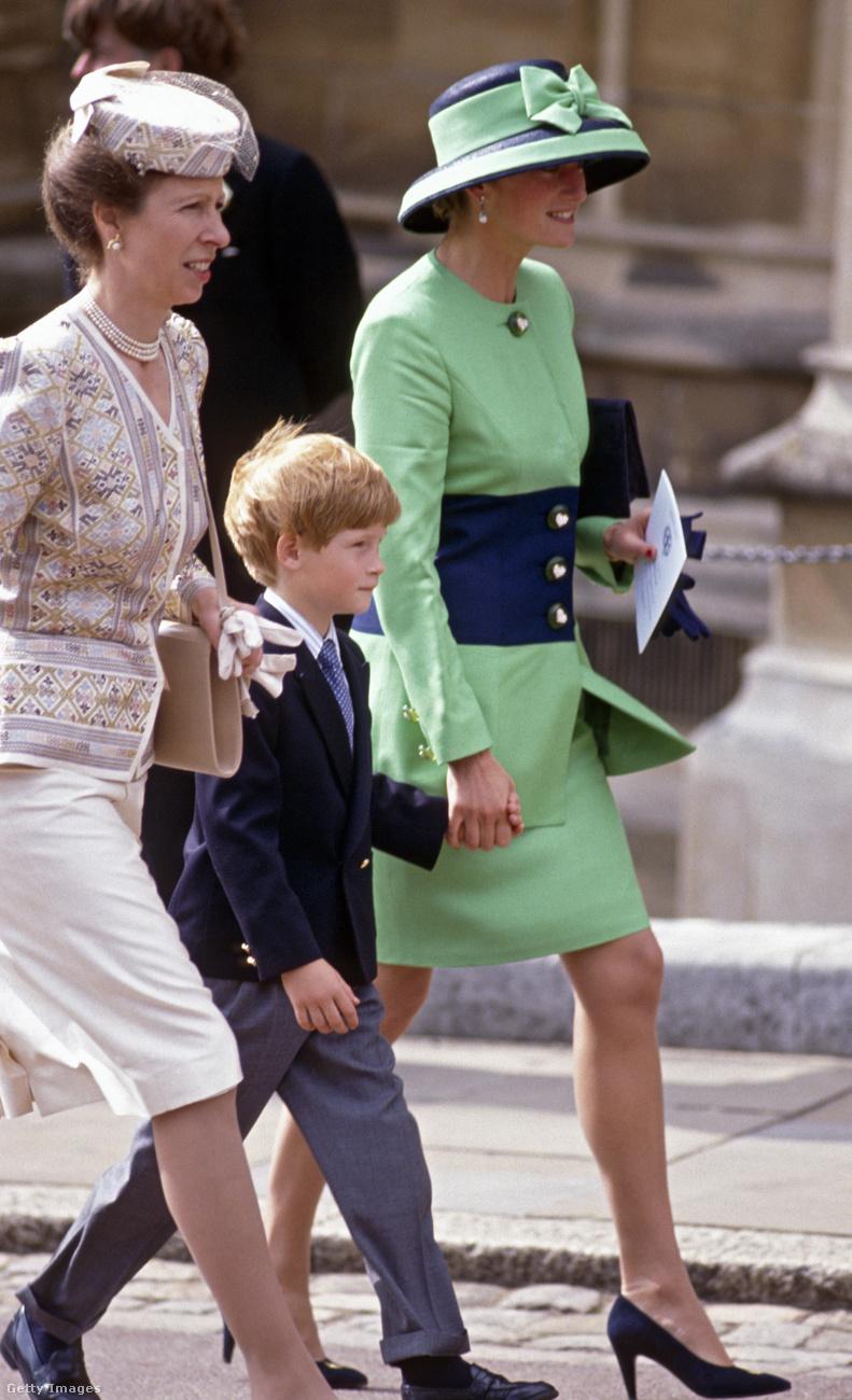 Anna hercegnő, Diana hercegnő és Harry herceg Windsorban.