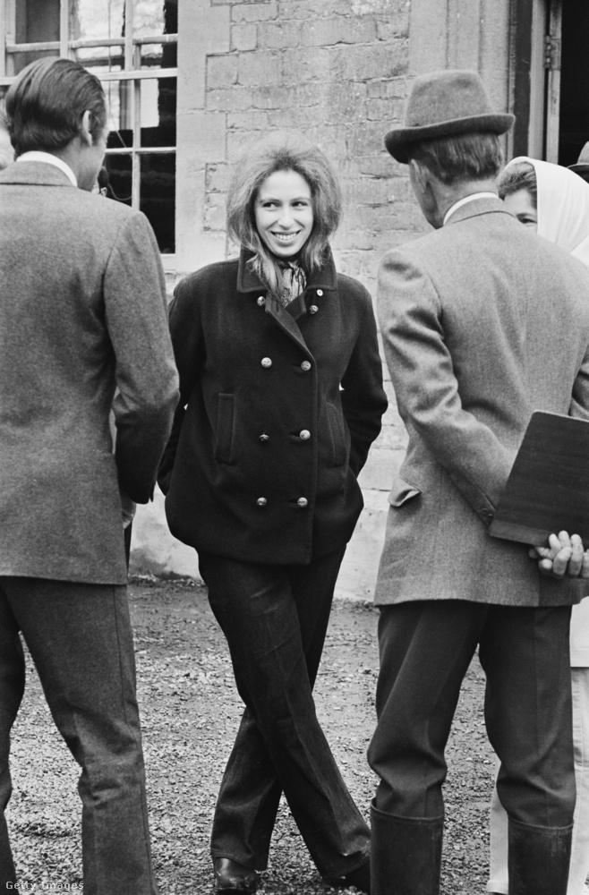 Egy másik hétköznapiasabb szett az 1971-es Badminton Horse Trialsról.