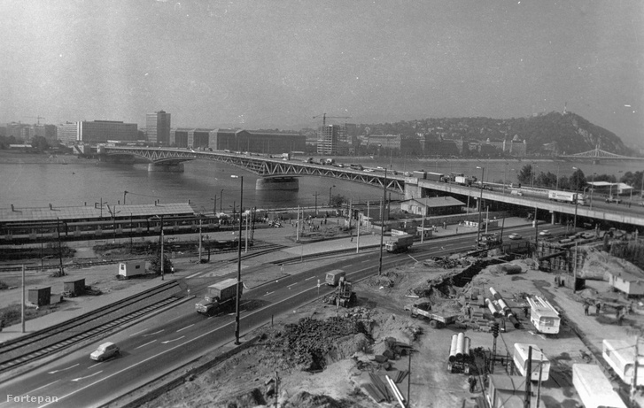 A Csepeli HÉV végállomásának építése 1981-ben