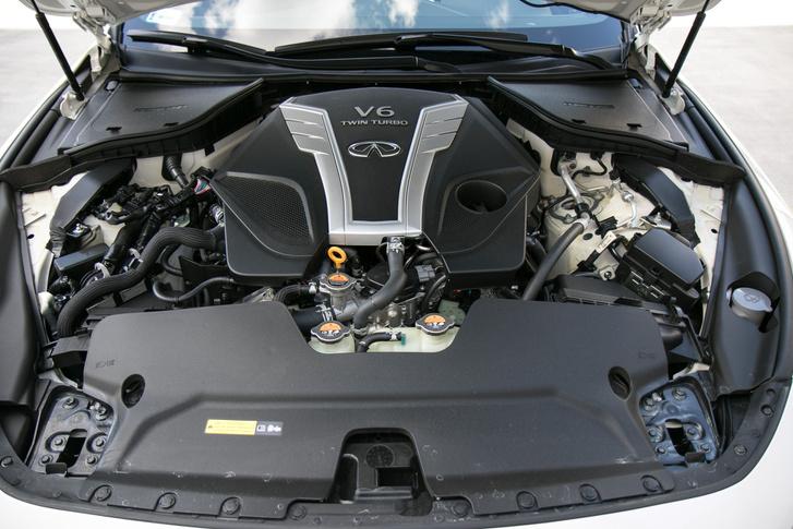 Két turbó segíti 400 lóerőhöz a háromliteres V6-ost