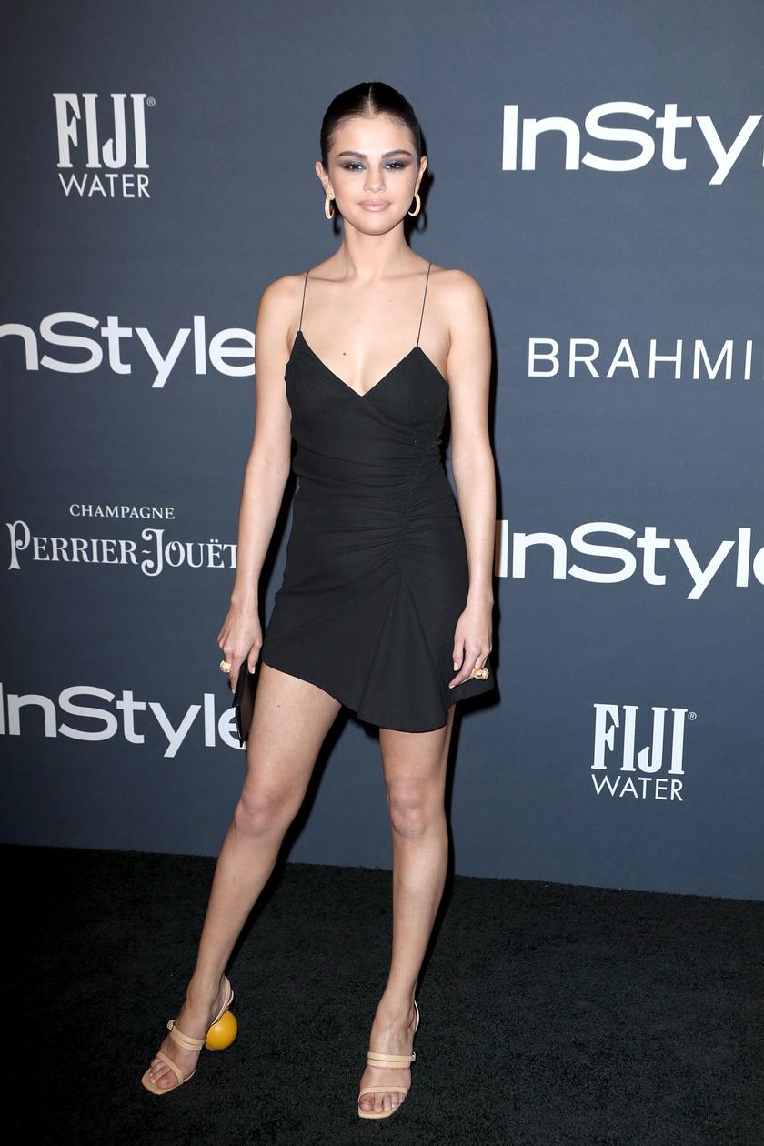 Selena Gomez egy egyszerű fekete ruhát húzott, de mindenkit lenyűgözött vele. A cipője már kevésbé volt jó választás - a sarkát egyáltalán nem értjük.