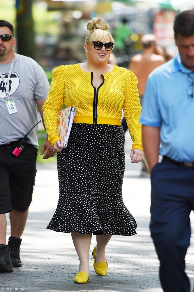 Az ausztrál stand-up komikus és színésznő, Rebel Wilson szerint is divatos a sárga az ősszel.