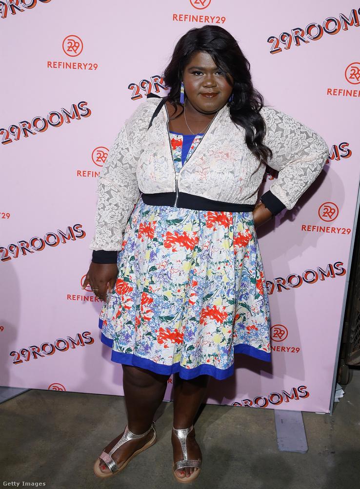 Az Oscar-díjra és Golden Globe-díjra is jelölt színésznő,Gabourey Sidibe csipés dzsekivel és ezüst szandállal kombinálta a mintás ruhát New Yorkban.