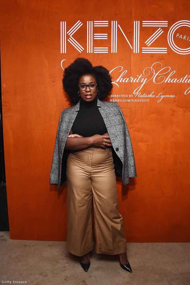 Az Orange is The New Black című sorozatból ismert színésznő, Uzo Aduba barna-szürke szettje az egyik kedvencünk az összeállításból.