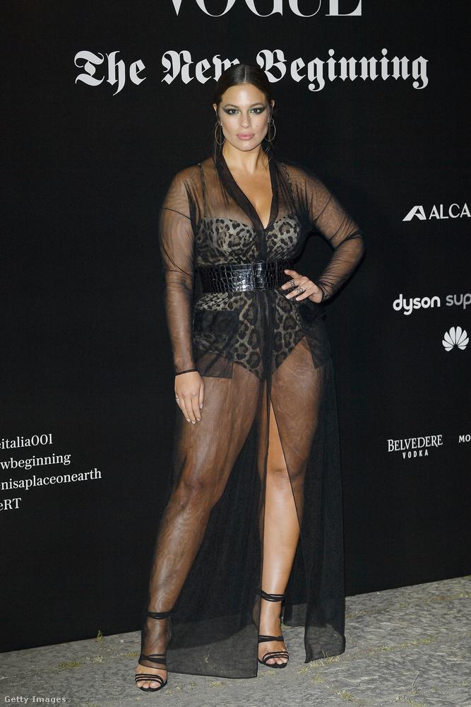 Ashley Graham amit lehetett villantott az olasz Vogue  'The New Beginning' nevű buliján Milánóban.