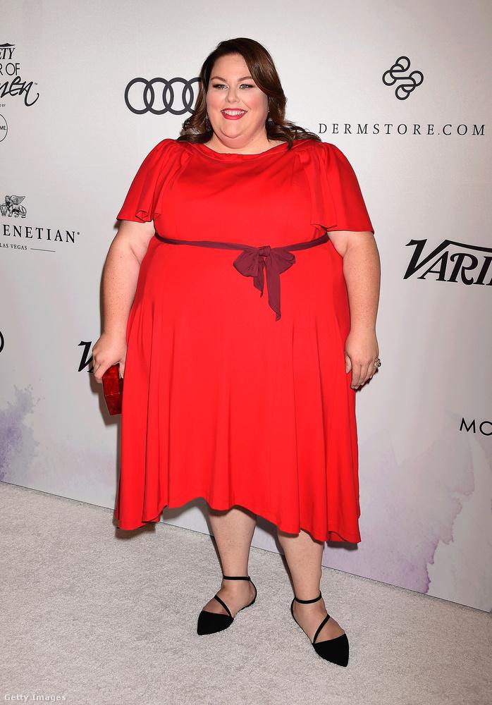 Chrissy Metz az októberi Variety's Power of Women eseményen jelent meg elegáns piros ruhában.