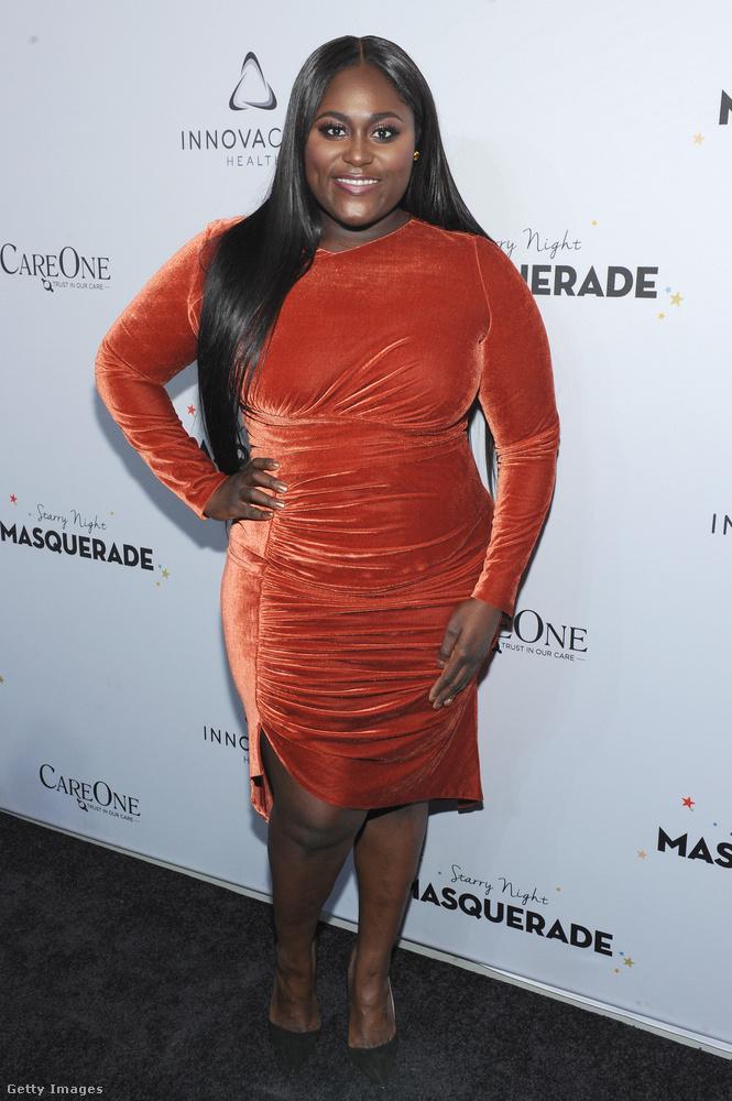 Az Orange is The New Black című sorozat másik sztárja, Danielle Brooks is valami hasonlót viselt egy múltheti rendezvényen.
