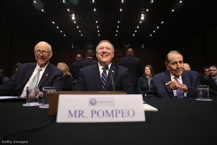 Mike Pompeo egy szenátusi meghallgatáson