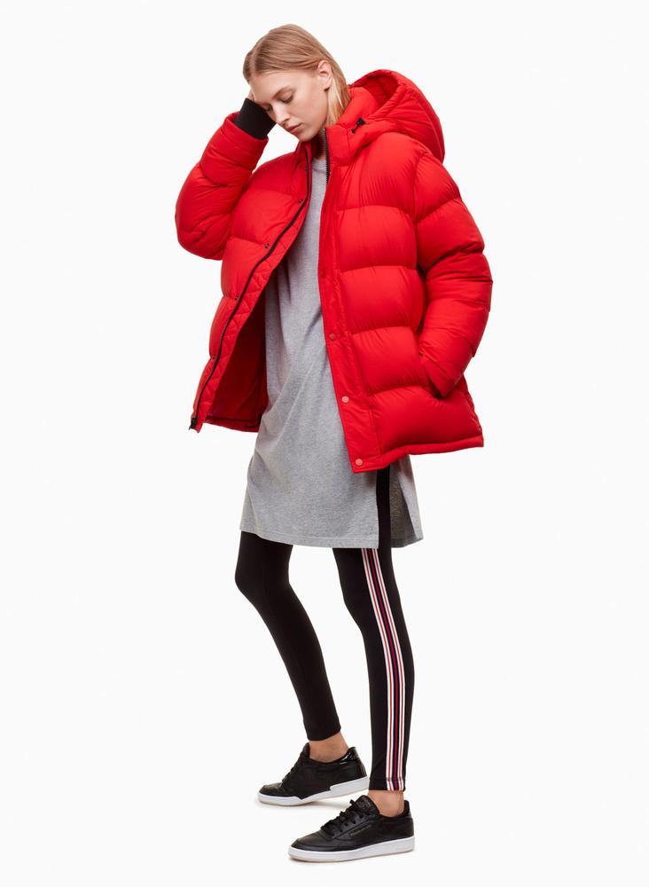 A 90-es évek divatján nosztalgiáznak a tervezők mostanában, ezért kerülhetett elő újra a fiókból a pufidzseki