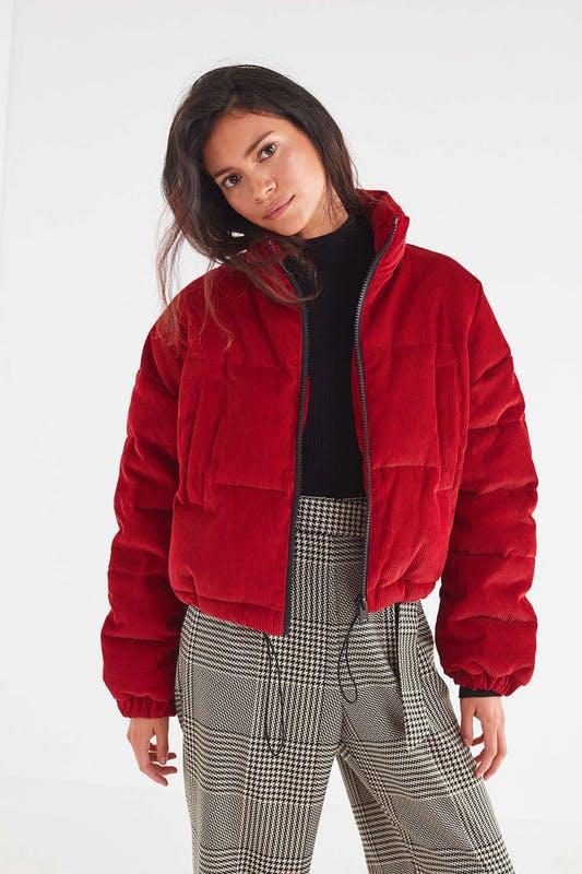 A Spring 105 dollárra, körülbelül 28 ezer forintra árazta be kabátját.