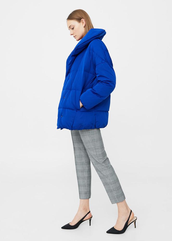 A Mango egy elegánsabb gallérral látta el a praktikus kabátot, 23.995 forintot kérnek érte.