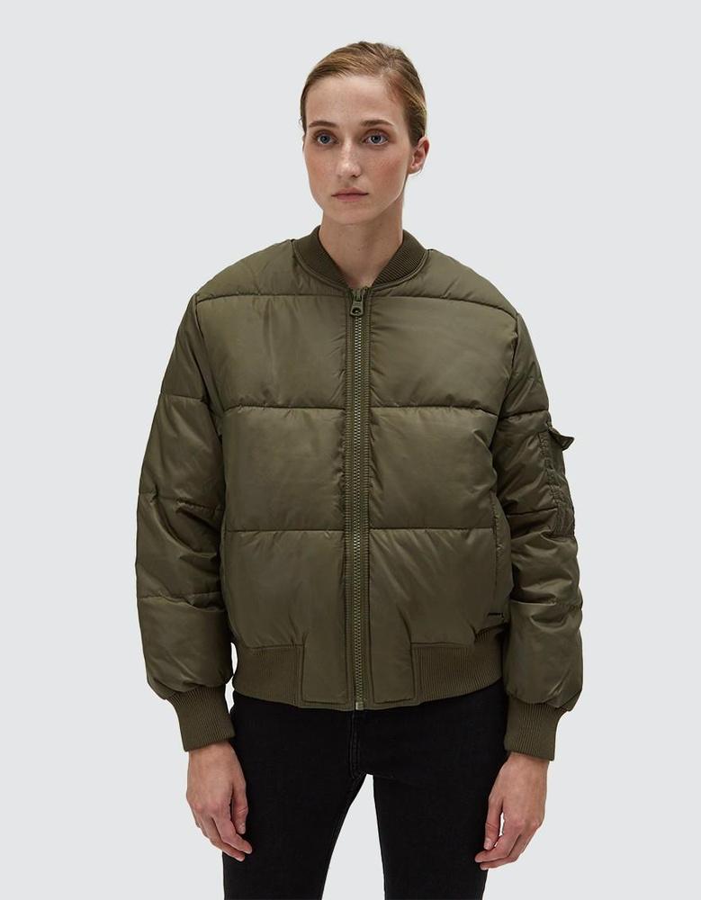 A Need Supply 140 dollárt, körülbelül 36.950 forintot kér ezért az unalmas dzsekiért.