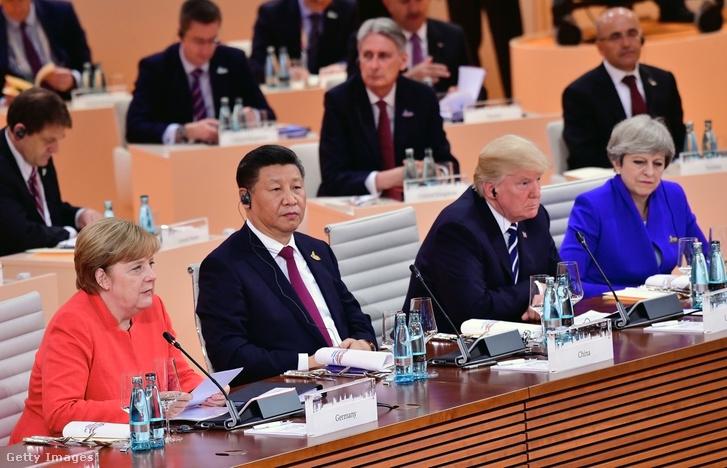 Angela Merkel, Hszi Csin-ping, Donald Trump és Theresa May a G20-csúcstalálkozón Hamburgban.