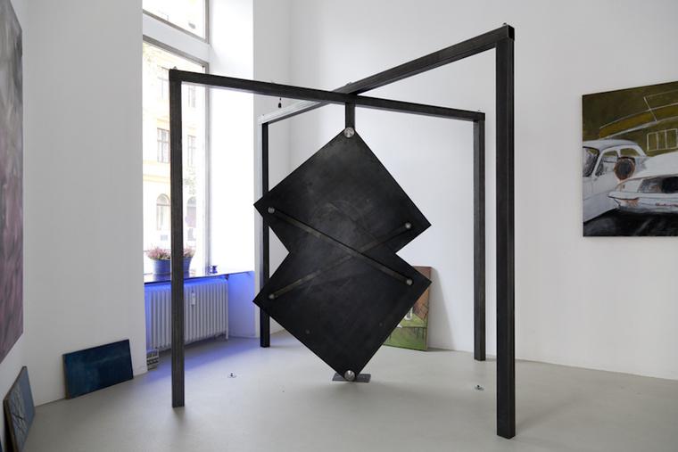 Klemes Torggler 'EvolutionDoor' névre keresztelt műve inkább egy szobrászati alkotás vagy kinetikus tárgy mint ajtó, de ettől függetlenül biztosan jól mutat a tágasabb terekben.