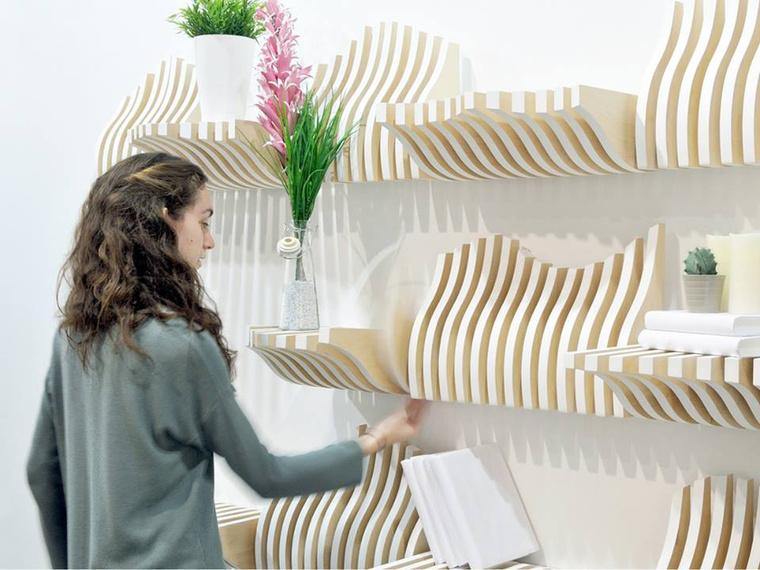 """"""" A Köllen könyvespolc egy moduláris és interaktív polc, aminek szerkezetét a felhasználók kedvük szerint alakíthatják."""" – mondják a tervezők a skandináv dizájn ihlette rendszerről."""
