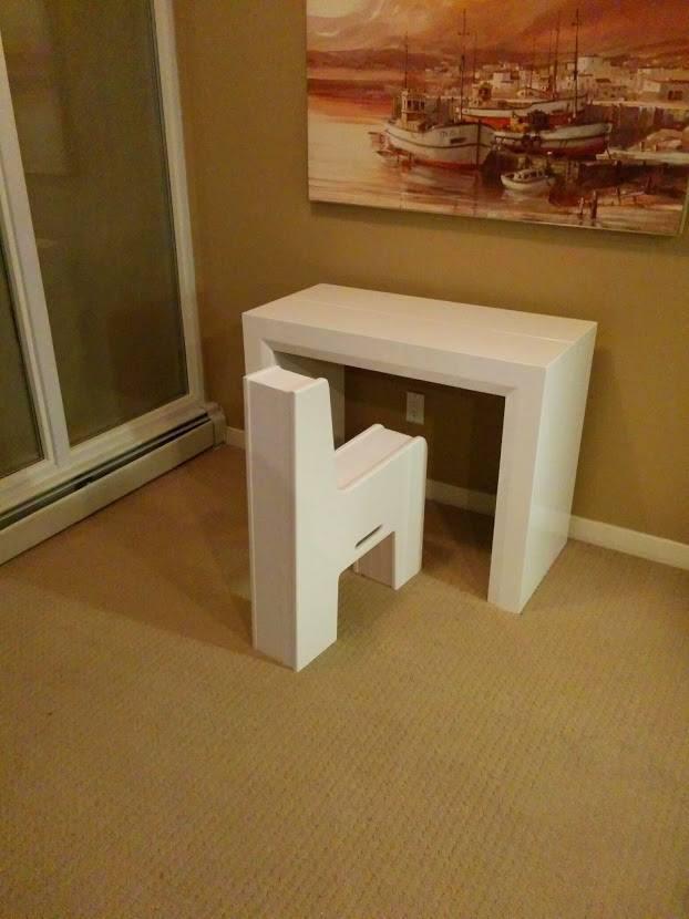 Átlagosan 2000 dollárba, körülbelül 526 ezer forintba kerül egy ilyen multifunkcionális asztal-szék az Expandnál.