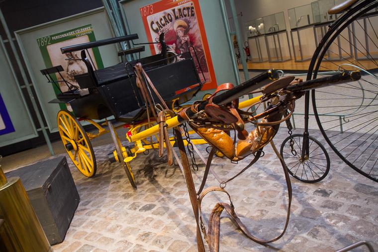 A kerékpárok után 1889-ben lovaskocsikat is gyártani kezdtek a hérimoncourt-i üzemben