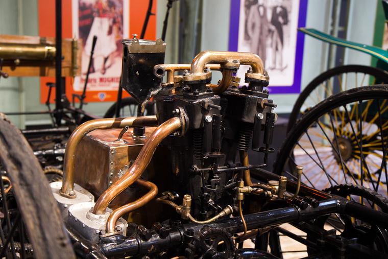 Az első motorizált Peugeot-k ilyen vagy ehhez hasonló vázra épültek