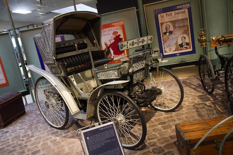 A virágmotívumokkal dekorált jármű már 25 km/h-s sebességre is képes volt.