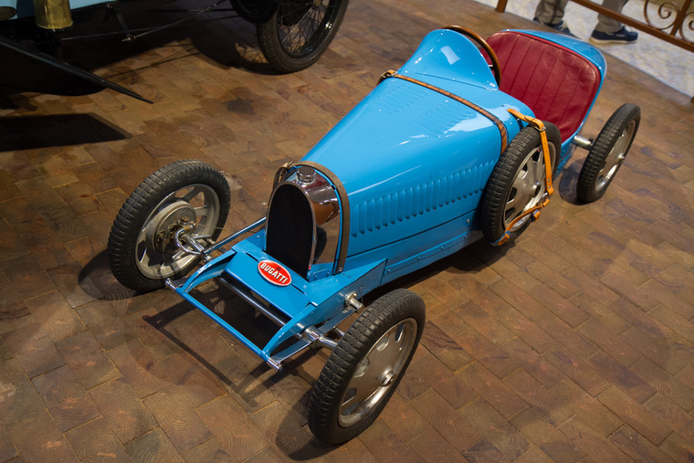 De hoppá! Mit keres egy Bugatti a Peugeot múzeumában? Ezt a Baby Bugattit gyerekeknek tervezték, a konkrét példányt pedig Ettore Bugatti ajándékozta Jean-Pierre Peugeot fiának, Roland-nak