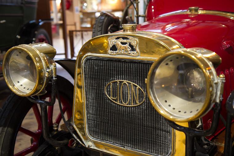 1910-ben az addig külön működő Peugeot Fréres és Automobiles Peugeot egyesült, létrehozva az Automobiles and Cycles Peugeot-t