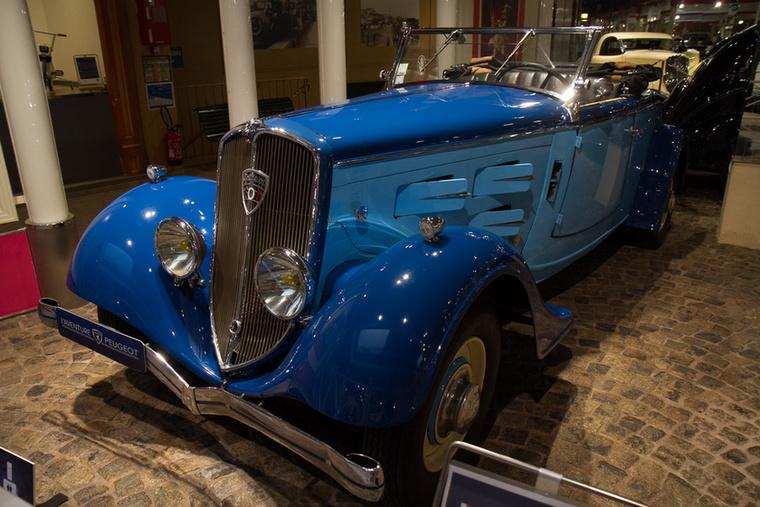 Az 1934-es 601 Roadster a korábbi modellekhez képest igazán sportosnak tűnik