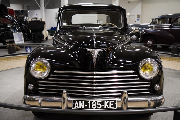 Egy leheletnyi Pobjeda-beütés: a 203 Coupé-t az 1952-es Párizsi Autószalonon leplezték le, mindössze két évig gyártották, nem csoda, ha a gyűjtők nagyon keresik.