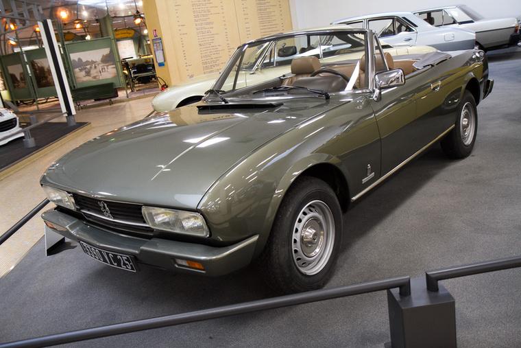 Az 504-es önmagában is kellemes forma, hát még a Coupé és a Cabriolet