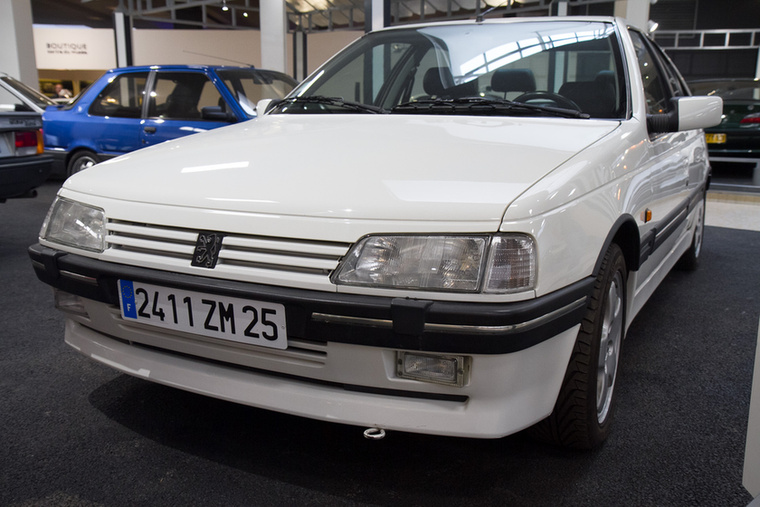 A 405-ös bemutatásakor, 1988-ban elnyerte az Év Autója címet, megelőzve többek közt a Citroen AX-et és a Honda Prelude-öt.