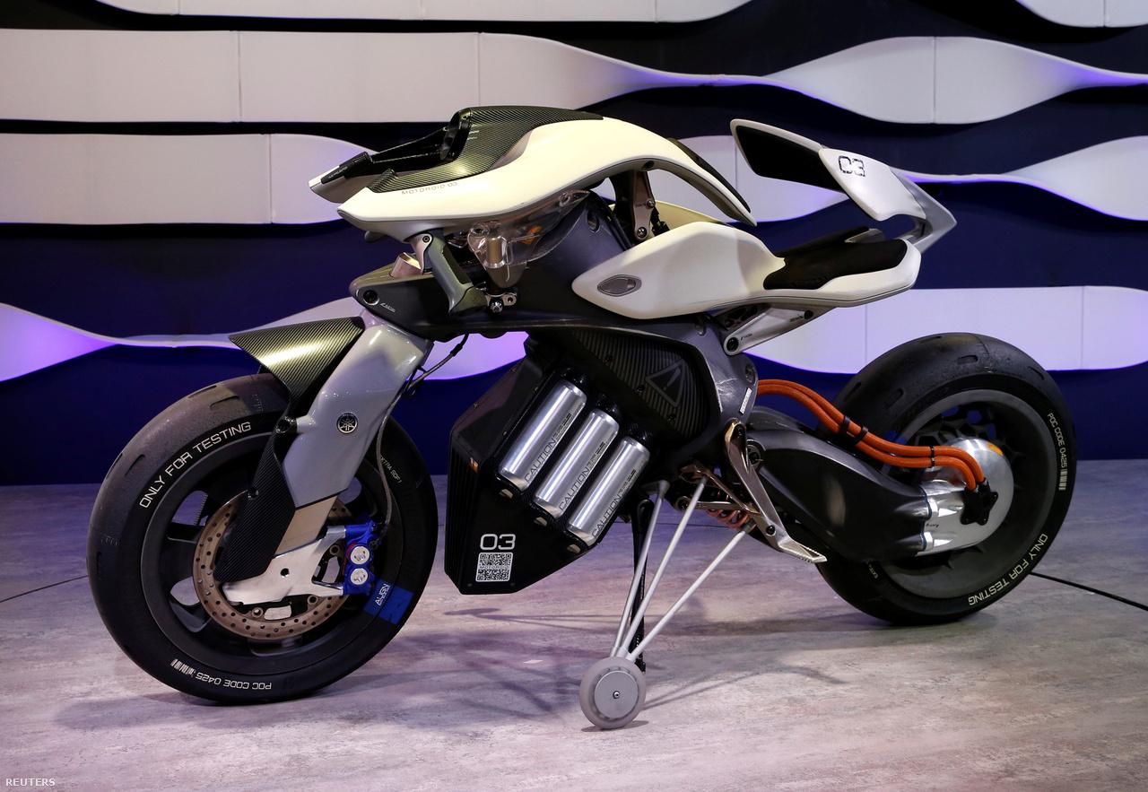 Ez meg a MOTOROiD, ugyancsak a Yamahától, a motoros száguldozás szerelmeseinek.