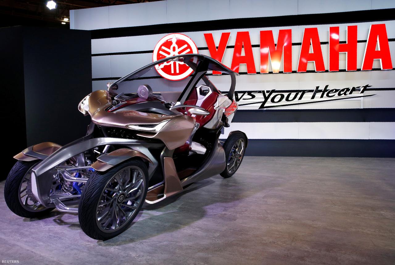 Egy újabb elektromos Yamaha háromkerekű, az MWC-4, félúton az autó és a motorkerékpár között.