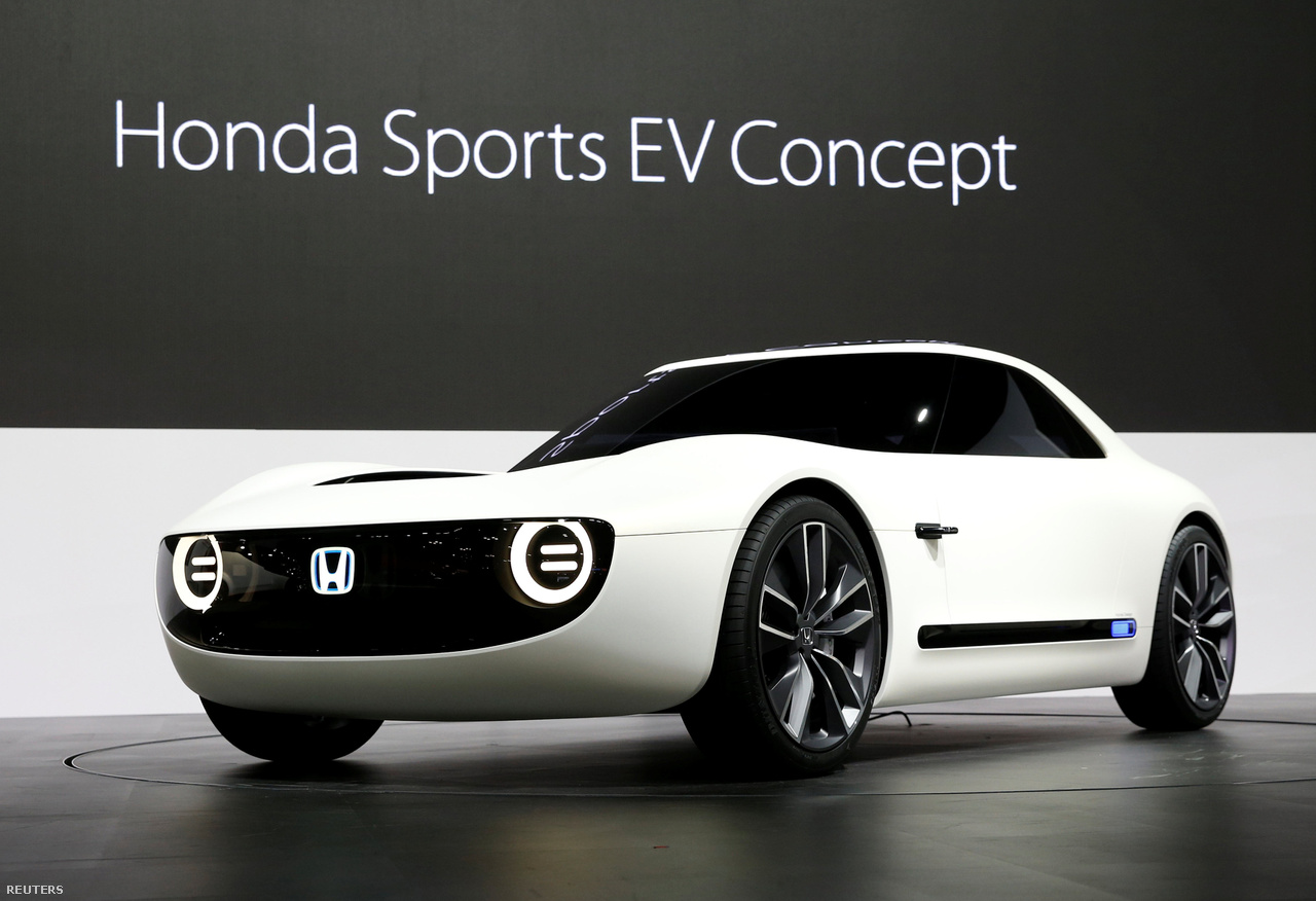 A Honda Sports EV Concept a legígéretesebb az elektromos autók közt, formavilága azt sugallja, hogy azok se féljenek az elektromos járművektől, akik szíve inkább az amerikai izomautók felé húz.