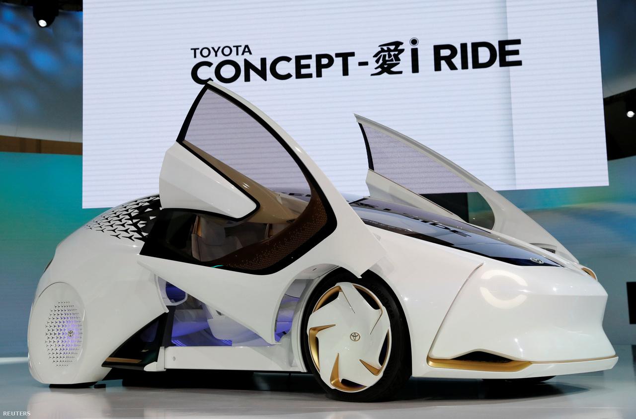 A Toyota Motor alkotása az itt látható Concept-i Ride. A városi közlekedéshez tervezett elektromos autó ajtajai fölfelé nyílnak, ami a szűkös parkolóhelyeken jöhet jól, alacsonypadlós kivitele pedig a kerekesszékesek számára tesz jó szolgálatot. Ez a Concept-i Ride sportosabb változata...