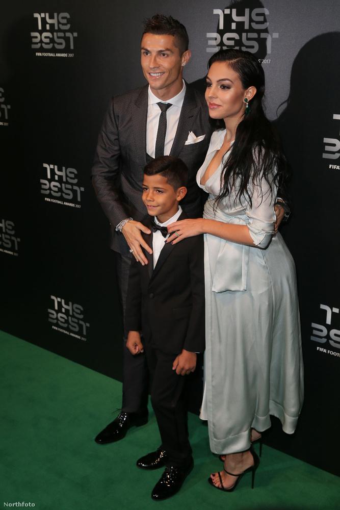 Cristiano Ronaldo is ott volt, aki nem hagyhatta ki ezúttal sem, hogy a gyerekét ne promózgassa egy kicsit