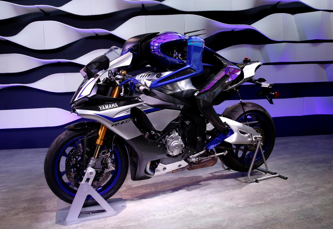 A Yamaha MOTOBOT Ver.2 koncepciója szerint a jövőben nem is kell hús-vér motoros a motorokra, önvezető robotokkal forradalmasítható például a motorsport.
