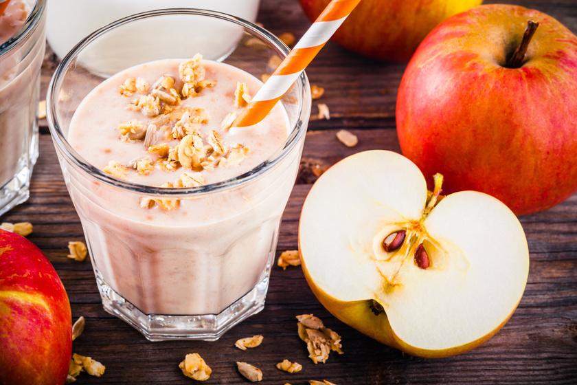 Egy sűrű, kiadós almaturmixhoz 100 gramm piros alma, ugyanennyi zabpehely és 200 milliliter szójatej kell, sőt egy kis fahéjjal is megbolondíthatod. Ez 228 kalória és 12 gramm protein.