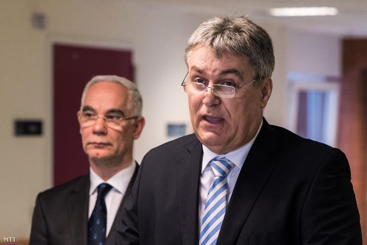 Bedros Róbert és Balog Zoltán az október 25-én tartott sajtótájékoztatón