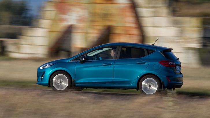 Autópályatempónál már van egy kis szélzaj, de egyébként csendes a Fiesta